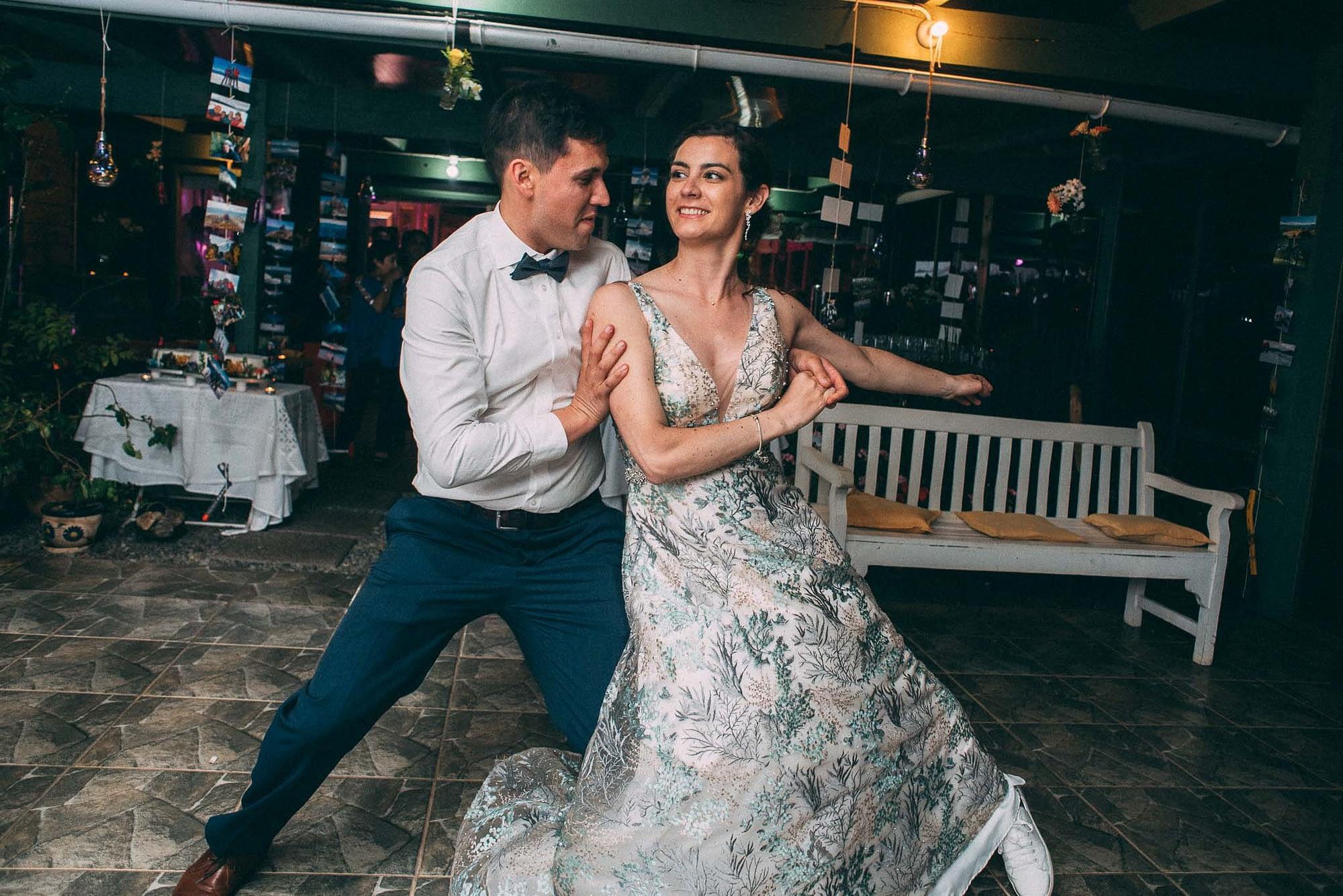 la fragua centro de eventos-purranque-decima region-llanquihue-matrimonio campestre-fotografo documental de matrimonios-cena-vals novios