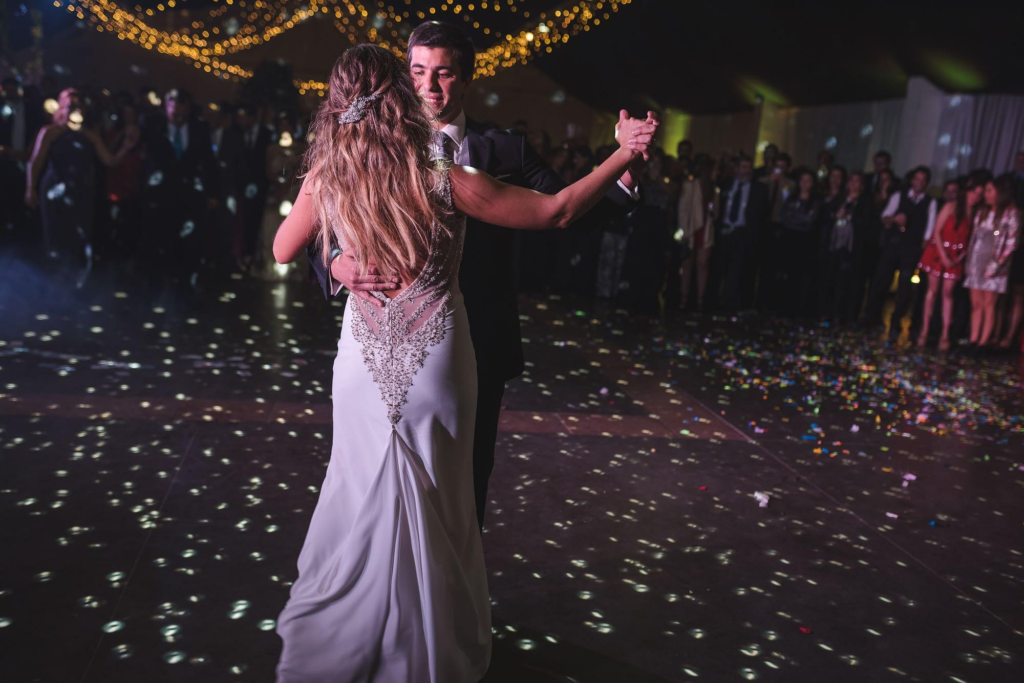 fotografo de matrimonios santiago- fotografo documental de matrimonios-club hipico-casa blanca-fiesta-vals novios